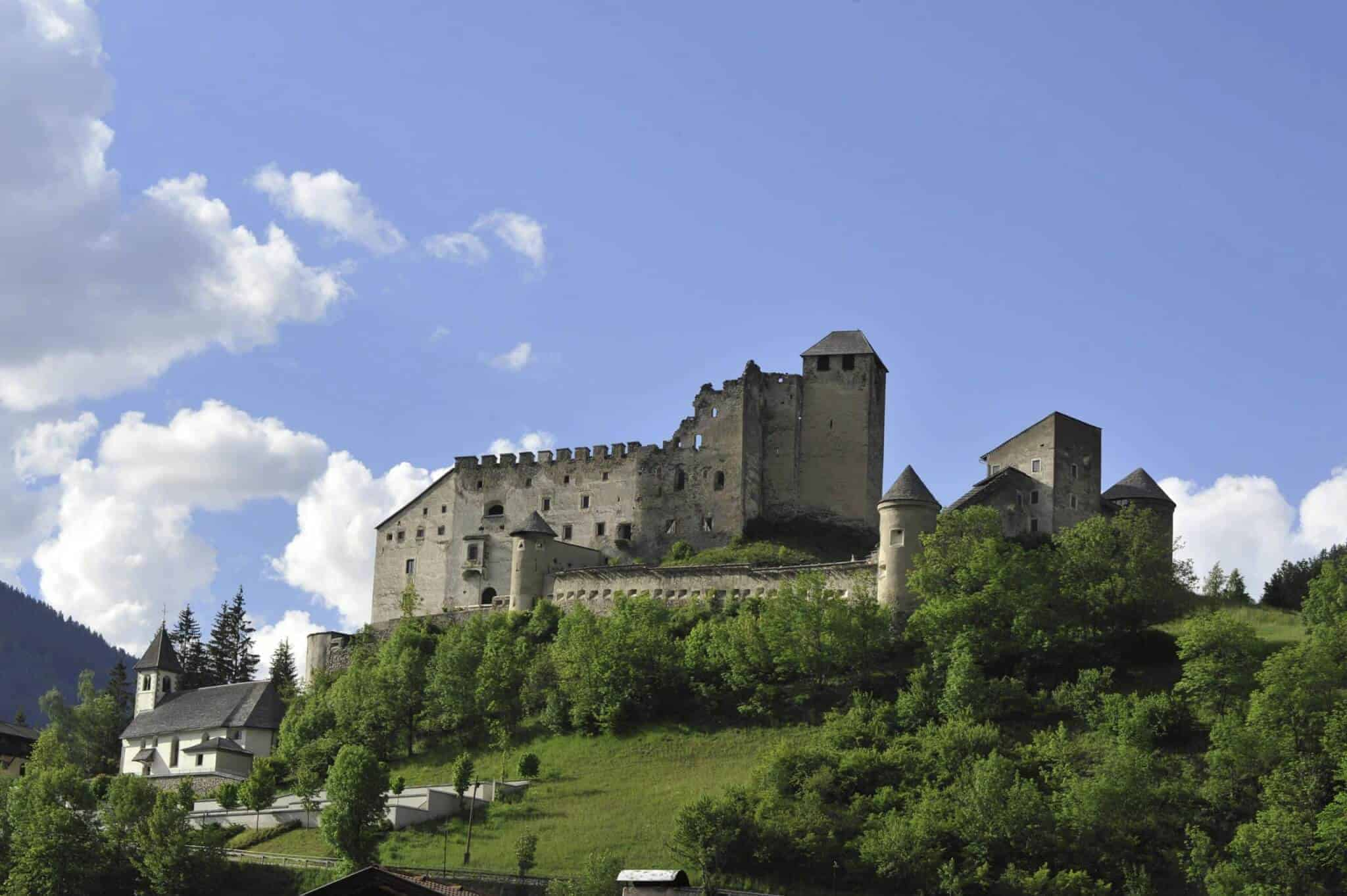 Burg Heinfels Strasserwirt Sillian Osttirol