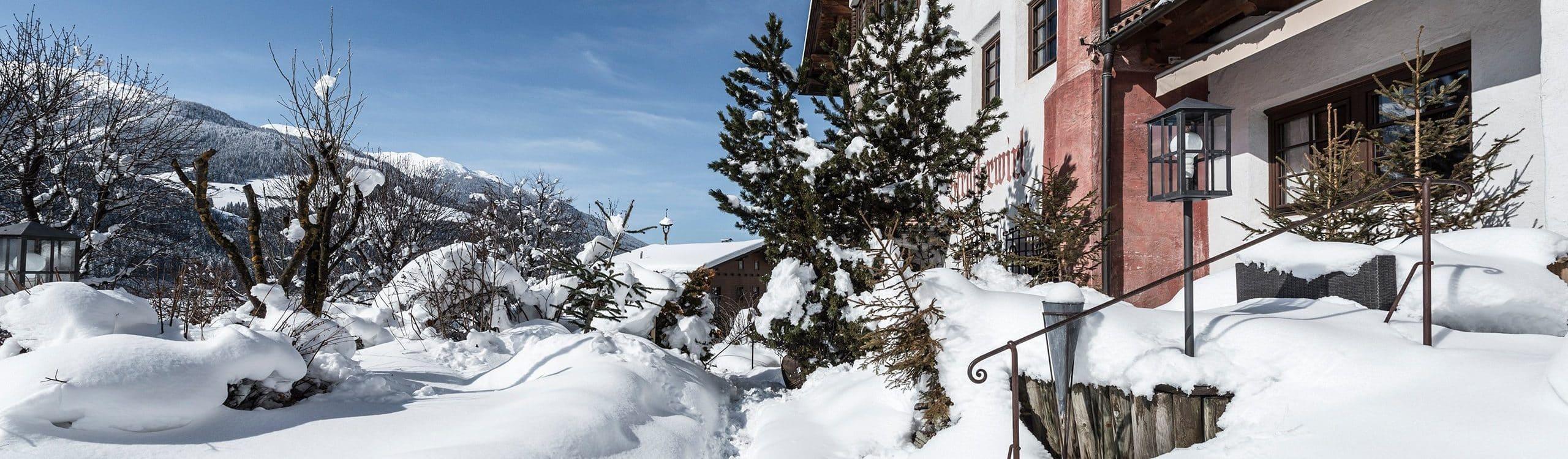 hotel-strasserwirt-herrenansitz-zu-tirol-vier-sterne-hotel-1